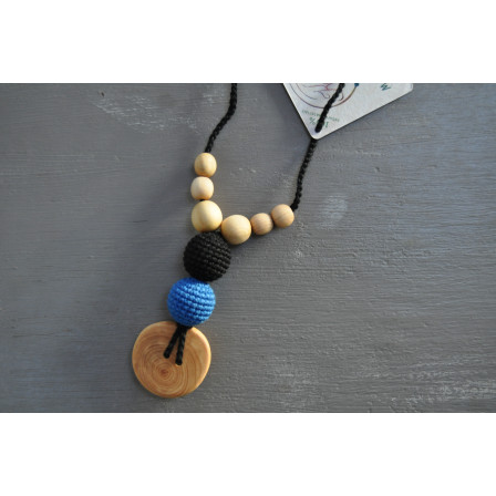 Necklace babywearing and breastfeeding Kangaroocar Physio Black Iris Button Limited Series Naturiou