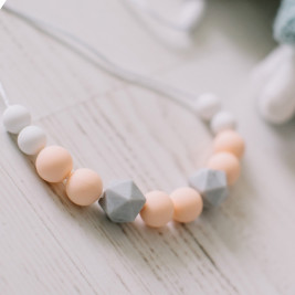 Love And Carry Peach Collier allaitement et portage silicone
