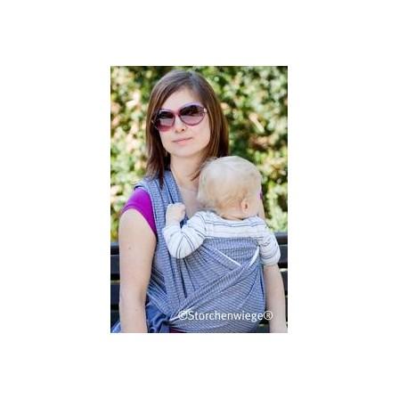 porte son enfant avec l'echarpe de portage storchenwiege