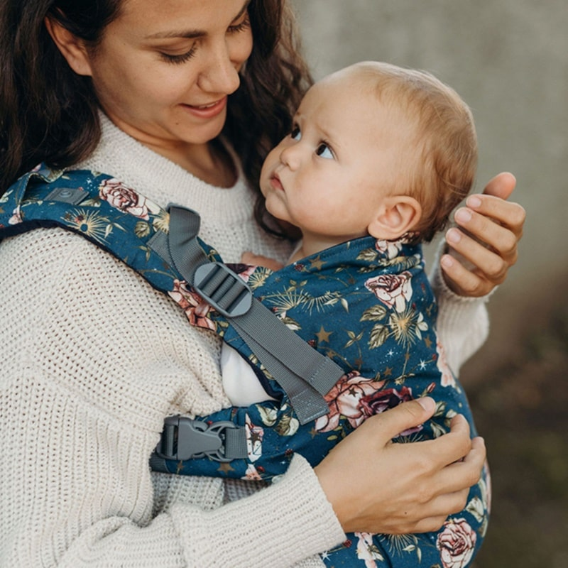 boba-x-midnight-flower-child porte-bébé physiologique dès la naissance