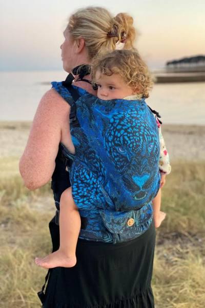 Notre monitrice de portage Frédérique qui a testé et approuvé le porte-bébé LennyPreschool de Lennylamb