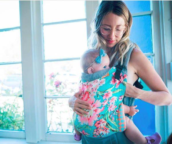 Allaiter bébé aves le Tula standard