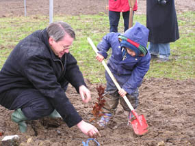 Journée plantation d'arbres pour les enfants