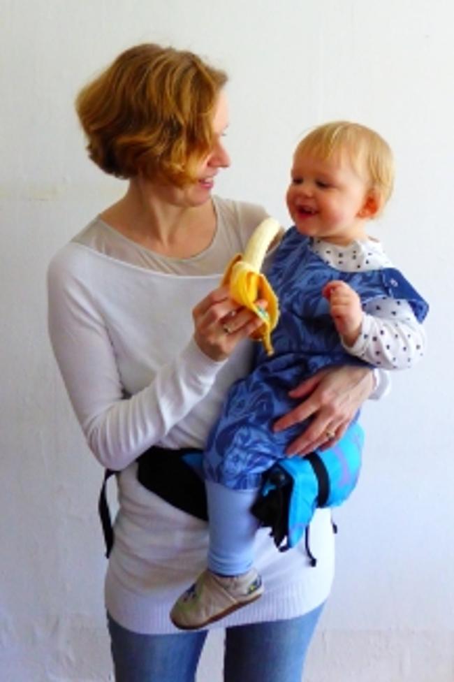 La position Hipseat du porte-bébé Buzzidil versatil